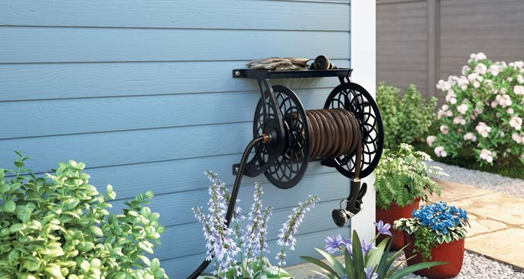 Wall mounted garden hose reel