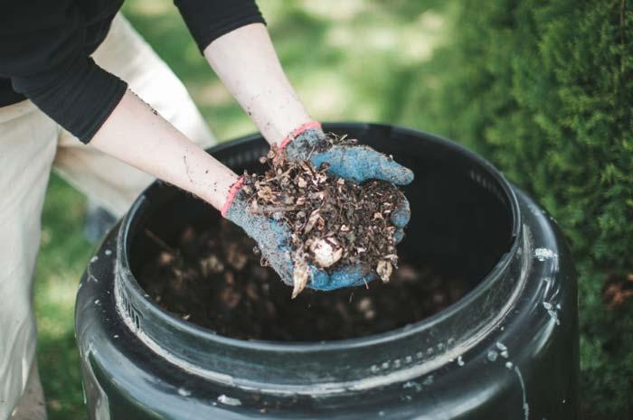 Compost bin works